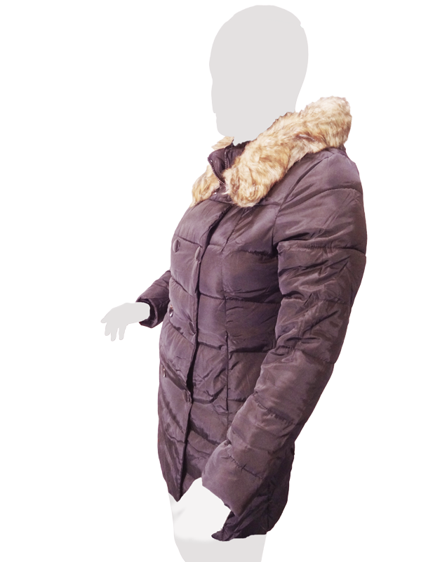 کاپشن زنانه یقه ایستاده خزدار مناسب برای استایل روزمره استاین کاپشن با زیپ و دو ردیف دکمه بسته شده و تا بالای یقه هم کشیده می شوددارای دوخت های افقی روی آستین ها، قسمت پشت و جلوی کاپشن که از حرکت الیاف داخلی کاپشن نیز جلوگیری شوددارای دو جیب مخفی در جلوی کاپشن است و دارای کلاه می باشدو در لبه کلاه خزهایی با الیاف قهوهای دوخته شده است که باعث زیبایی و گرمای بیشتر می شودو در موقع نگذاشتنبر روی سر مانند یقه خزدار می شود