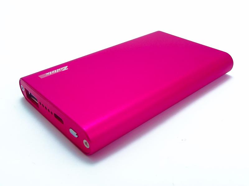 شارژر همراه زولتریکس مدل «ZX5» 5000 میلیآمپرساعت ظرفیت دارد و تنها یک خروجی «USB» برای شارژ دستگاههای 5 ولتی دارد.