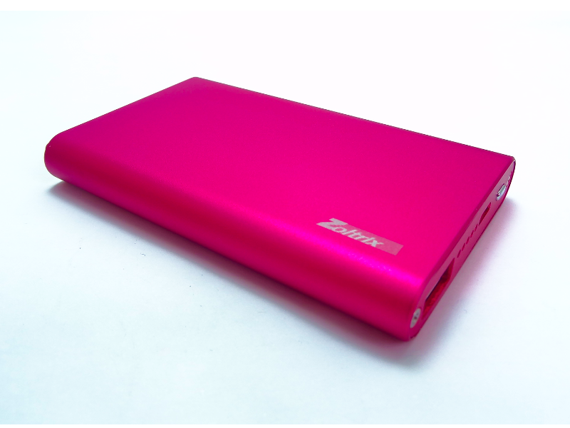 شارژر همراه زولتریکس مدل «ZX5» 5000 میلیآمپرساعت ظرفیت دارد و تنها یک خروجی «USB» برای شارژ دستگاههای 5 ولتی دارد